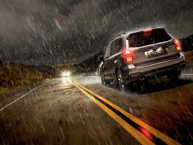 Машина в дождь